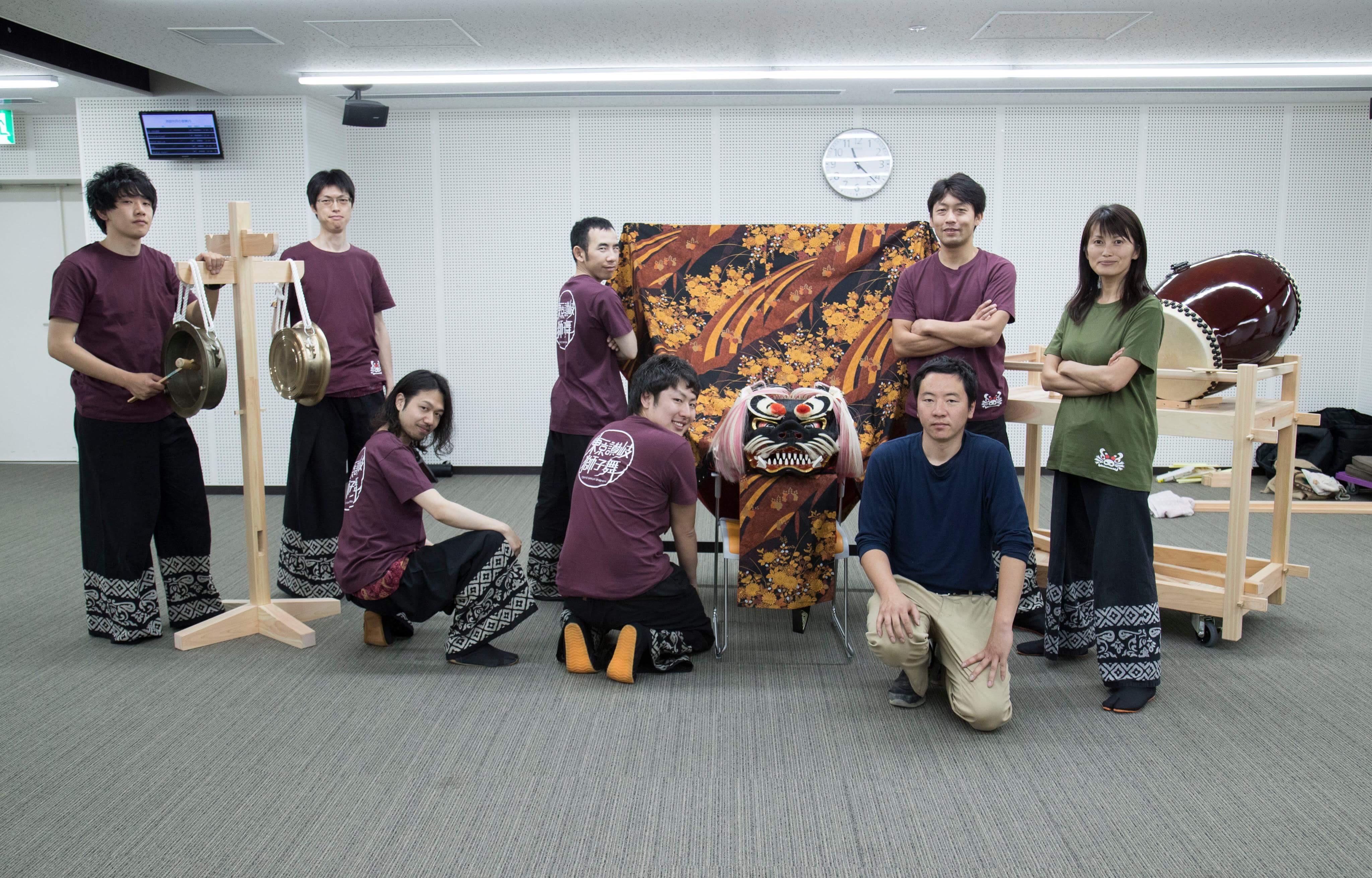 獅子舞(ししまい)応援団 はすみ工務店六代目棟梁と記念写真