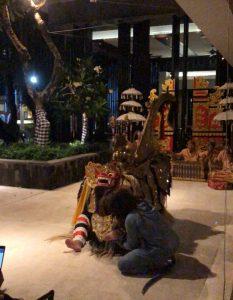 KUNYIT RESTAURANTのバロンと猿