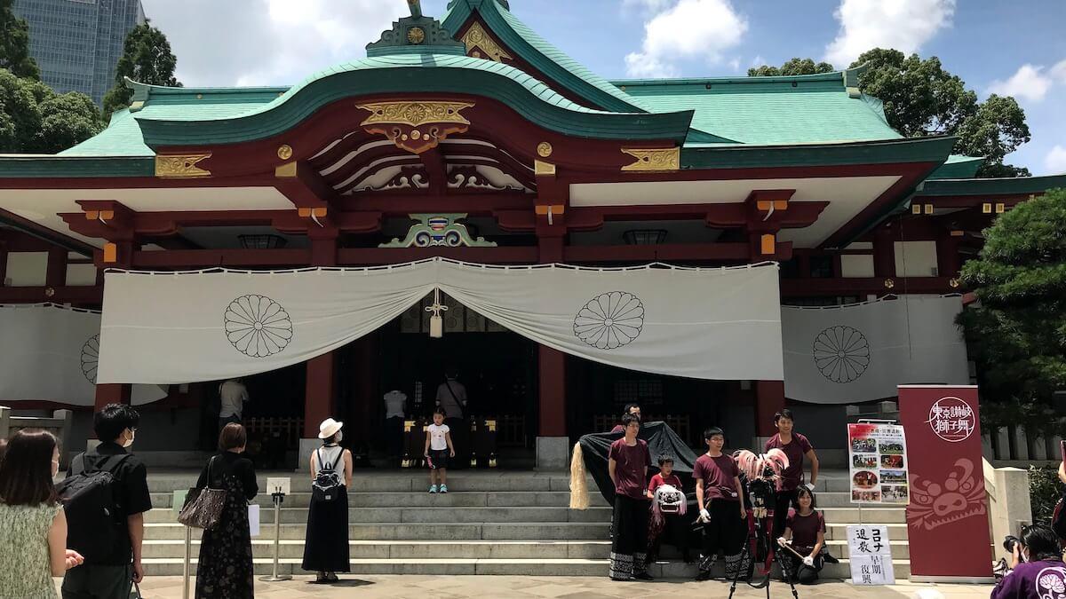 日枝神社の御本殿と参加したメンバー